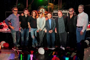 Van Halen signs new deal with Interscope Records!